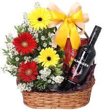 Cesta com flores e vinho