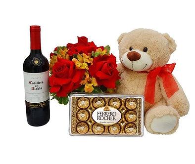 Kit excelência com vinho,chocolate,urso e cachepô de rosas e astromèlias