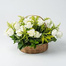 Cesta com 20 rosas brancas