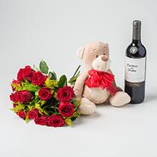 buque 12 rosas vermelhas,vinho e pelucias