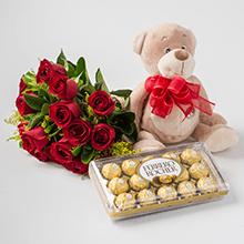 Buque de 18 rosas vermelhas, pelúcias e chocolates