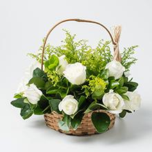 Cesta class 8 rosas brancas