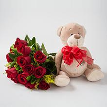 Buque de 18 rosas vermelhas e pelúcias
