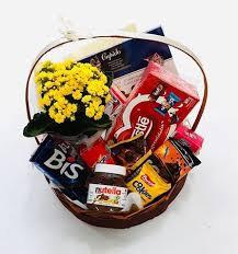 Cesta com flores e chocolates que delícia!