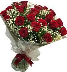 BUQUÊ  LOVE RED COM 20 ROSAS CAROLLAS