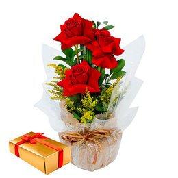 Lindo Arranjo com 3 rosas importadas class com caixa de bombons sortidos