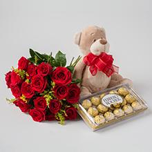Buque de 19 rosas vermelhas , pelúcias e chocolates