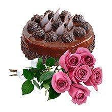 Bolo de chocolate c/ rosas pink