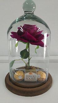 Redoma Encantada com rosa cor de rosa  Artificial com Ferrero Rocher