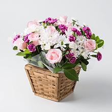 Cachepô com rosas caricias com flores do campo