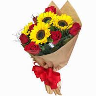 Buque de girassóis e rosas vermelhas
