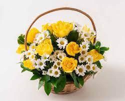 Cesta Condolências com rosas amarelas e margaridas