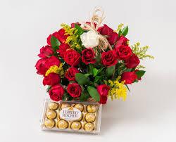 CESTA LOVE RED COM 24 ROSAS E CHOCOLATE