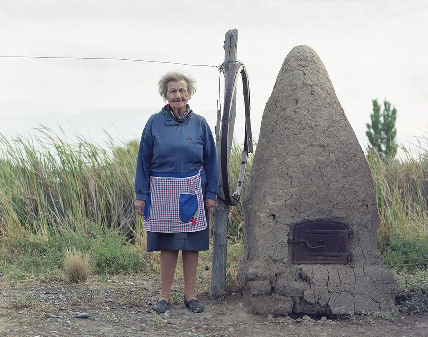 Welsh Woman &BreadOven Patagonia.jpg