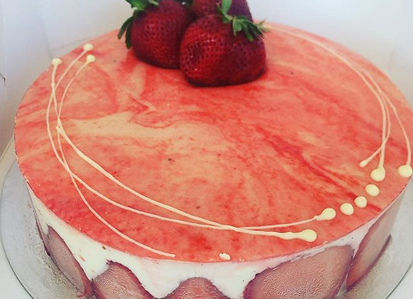 FRAISIER  (strawberry cake)