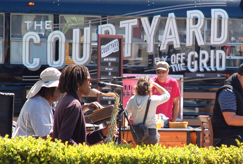 The Courtyard Live Music
