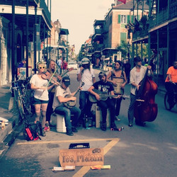 Wanting to go back to New Orleans today!! 🎷🎻🎶🍻 #latergram #GoodMusic #StreetMusicians #Travel #b