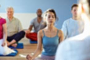 Clase de meditación relajación en la trcra edad, ejercicio para mayores, mantenimiento espalda salud física higiene corporal