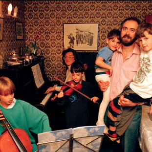 Homelife - Jewish family 2.jpg