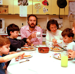 Homelife - Jewish family.jpg