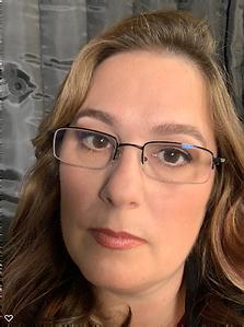 julia-headshot-linkedin_edited.png