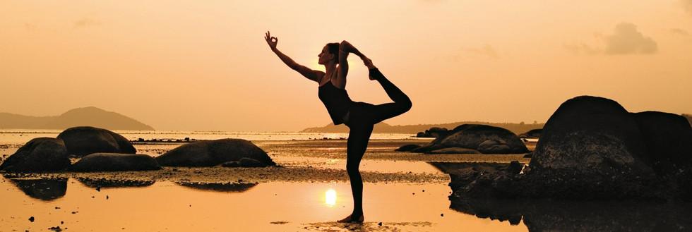 yoga horiz ocean.jpg