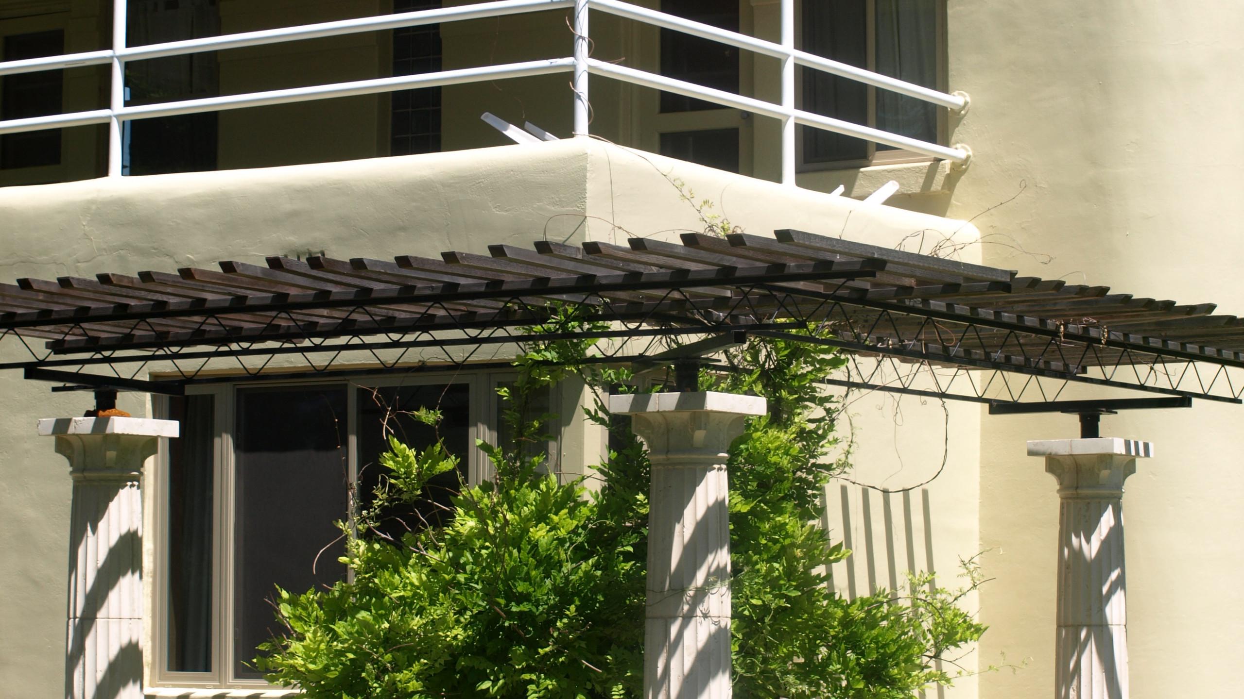 Art Deco Pergola with 3 columns