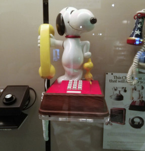 Yes, I had a Snoopy phone just like this!