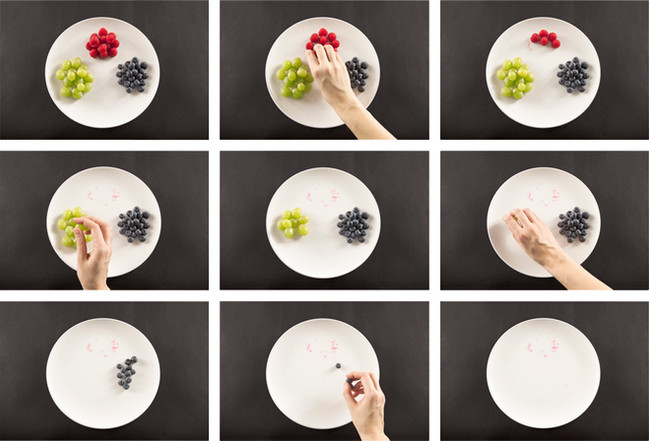 kika espejo Eating RGB composite b&w.jpg