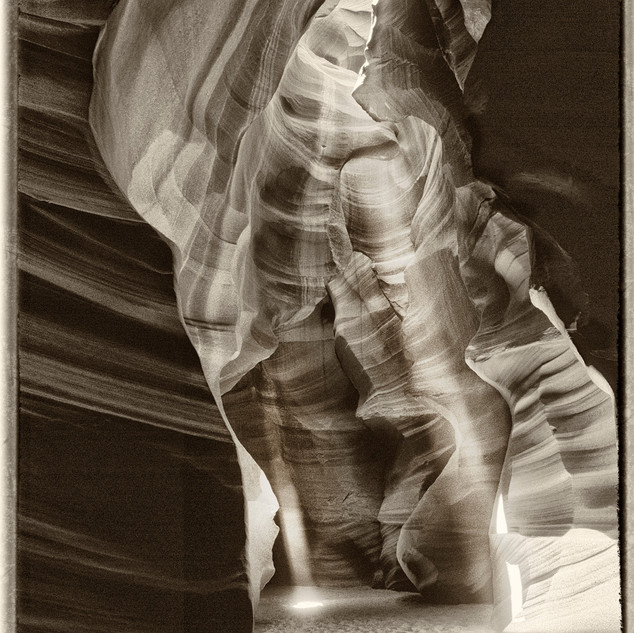 Light Shafts Antelope Canyon, AZ JM263.j