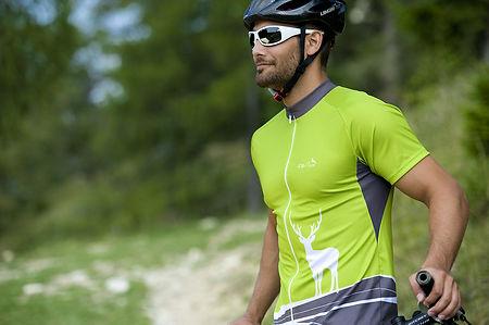 dominik-bogdanov-melvin-fine-fotograf-salzburg-wildzeit-sportswear-outdoor-bike-tracht