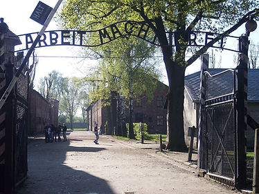 1280px-Entrance_Auschwitz_I.jpg
