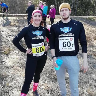 Johanna ja Elias Karhuviestissä.