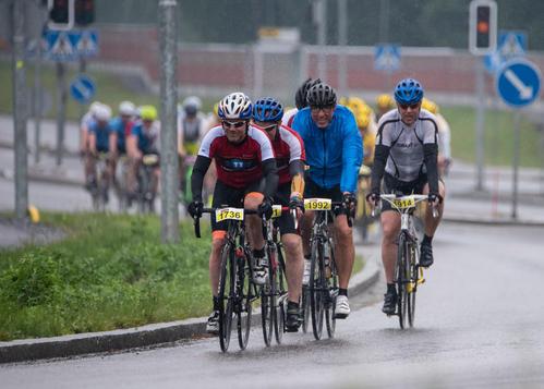 Oma ryhmä Pirkan pyöräilyssä.