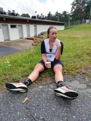Johanna maalissa Titaani triathlonin puolimatkalla.