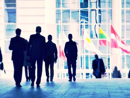 Tácticas atraer visitantes a tu stand en la participación de tu empresa en una feria.
