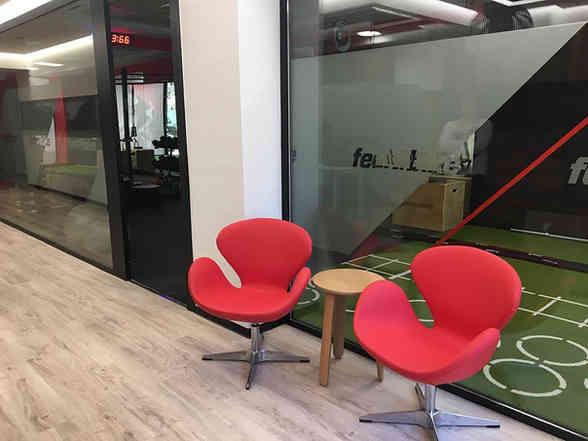Suministro de mobiliario de recepción de gimnasio en Madrid