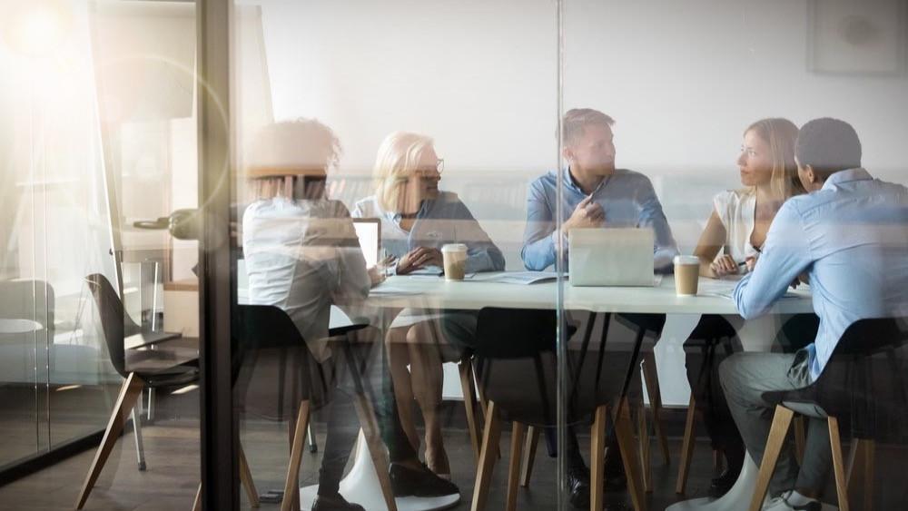 Reformas de oficinas y sala de reuniones con mamparas de vidrio
