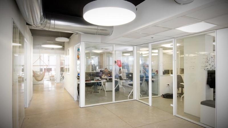 Reformas de oficina con mampara divisoras de vidrio