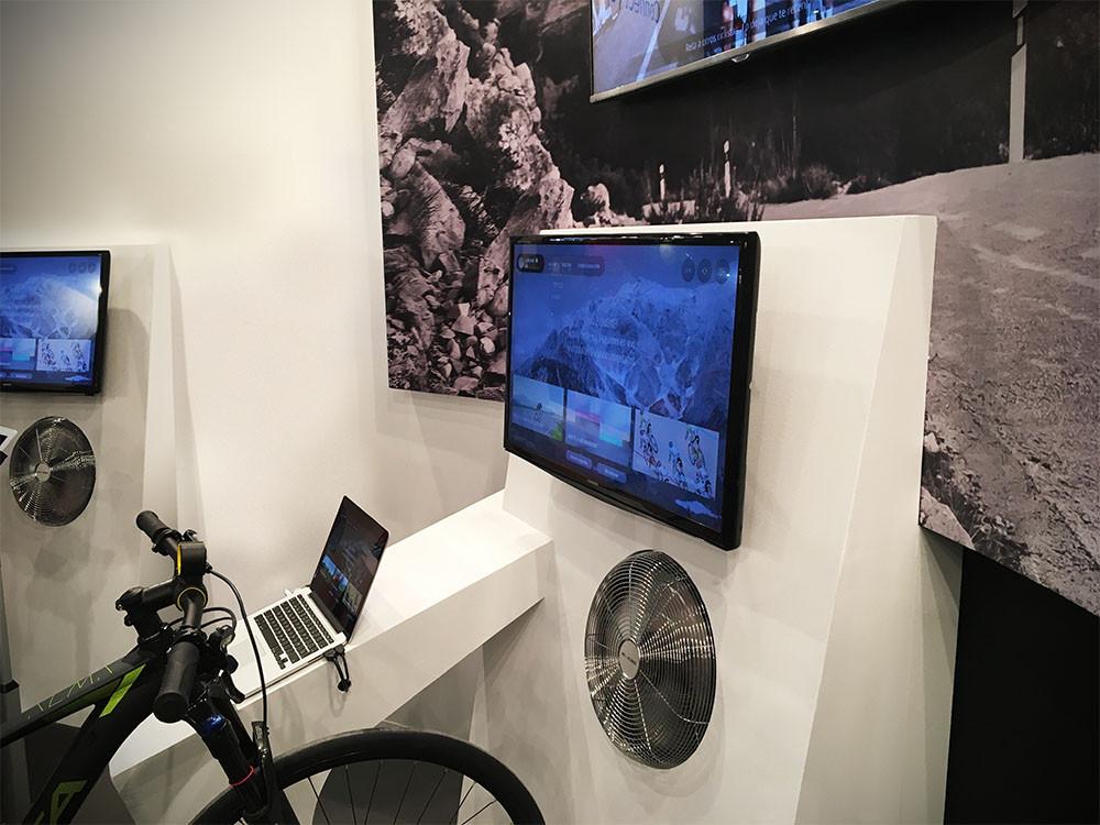 Sistema audiokvisuales en stand de feria Bkool