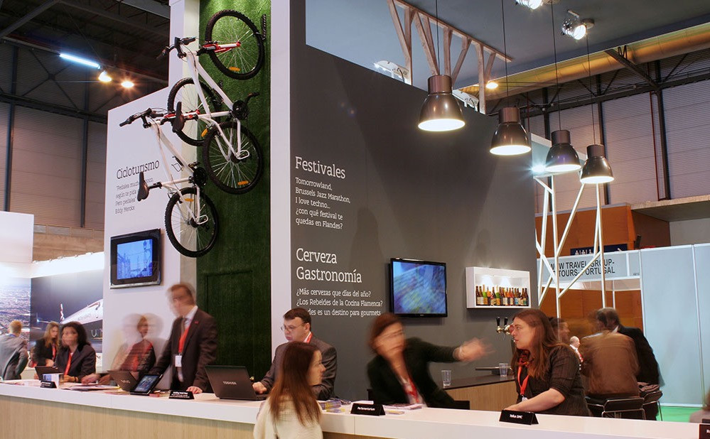 actividad comercial en stand de turismo de Flandes en Fitur 2015