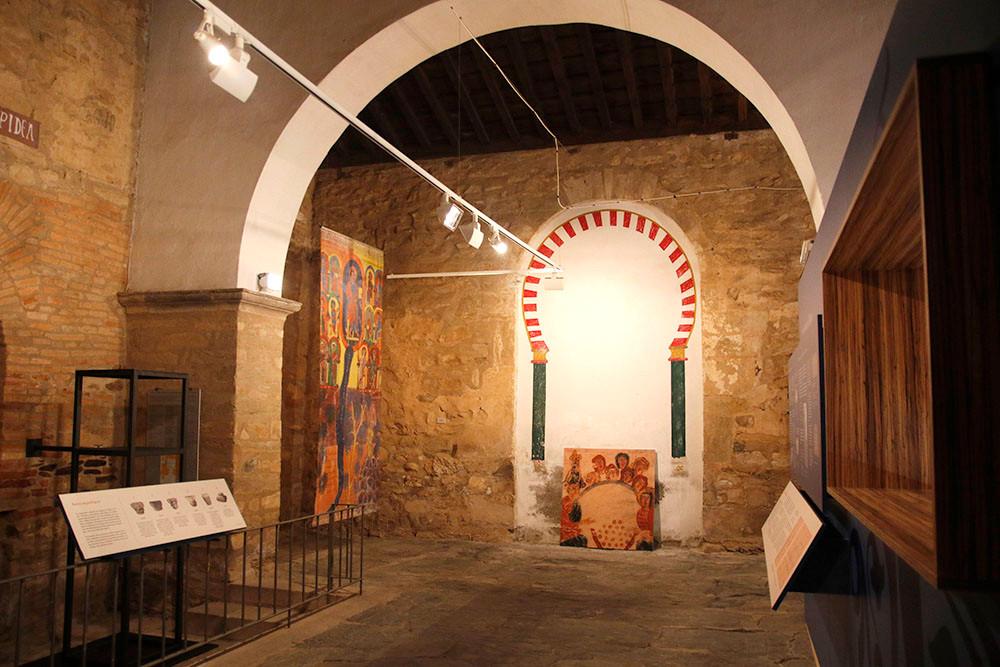 Interior de centro de interpretación del beato de Tábara. Inicio de la exposición.diseño de Decoración de Stands.