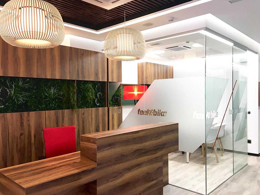 Diseño de recepción y oficinas en el reforma de un gimnasio en Madrid