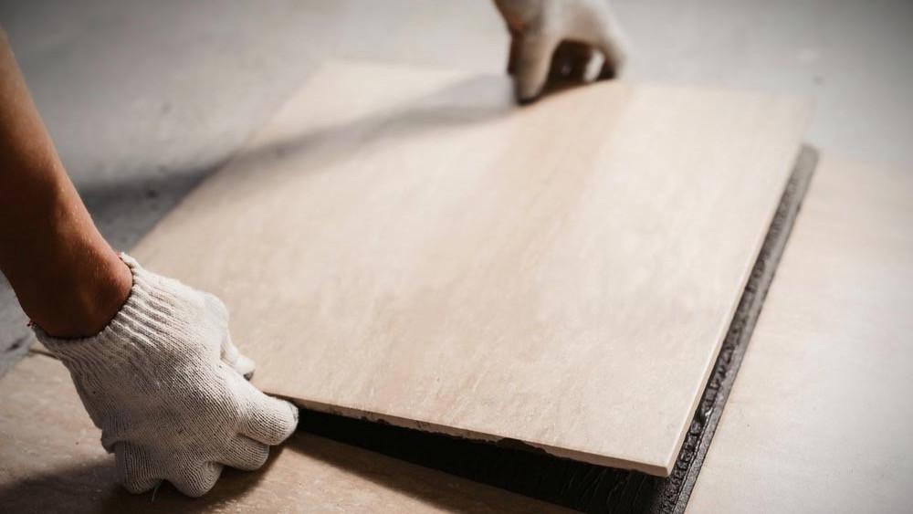 Reforma de oficina con suelo de cerámica