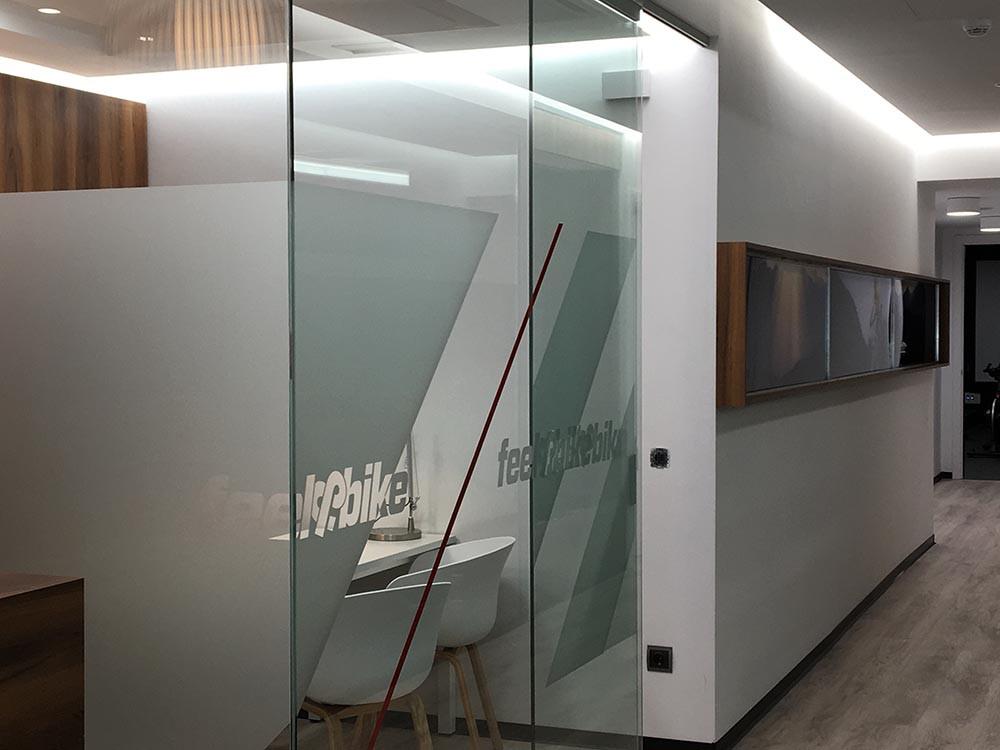 Diseño interiores oficina gimnasio
