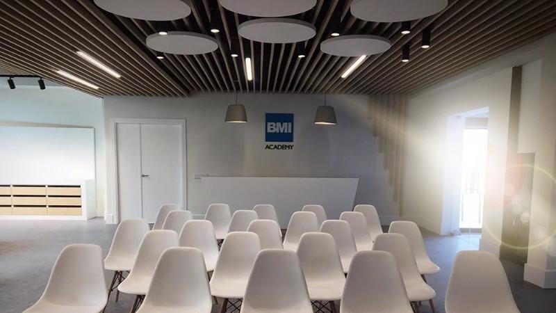 reforma de oficinas y de sala didáctica y showroom era BMI en su fábrica.