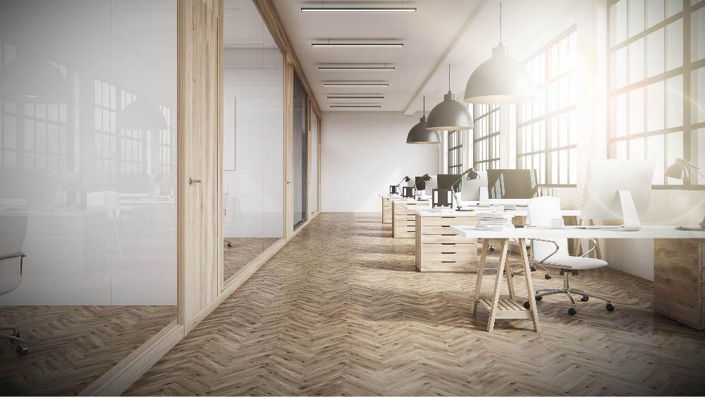 reforma-oficinas-suelo-madera-natural-barnizada