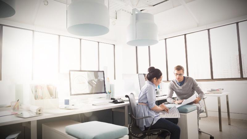 Diseño de oficinas con iluminación natural