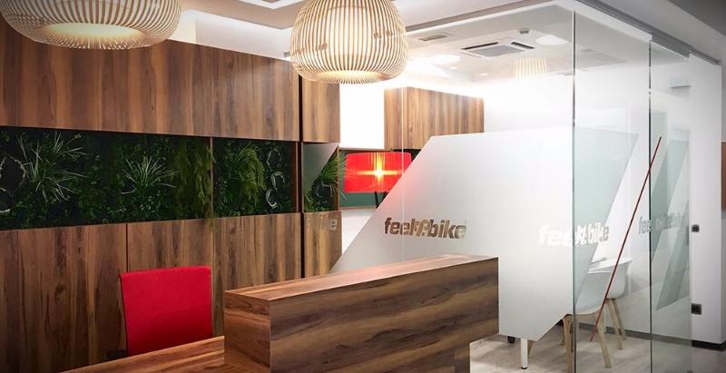 Reforma de oficinas: Melamina, madera chapada o maciza. ¿Cuál elegir?