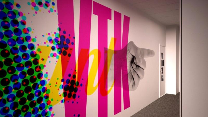 Reforma y decoración de oficinas con diseño gráfico en paredes